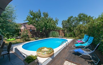 Holiday home with private pool in Štinjan, Wi-Fi, BBQ