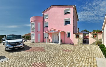 Unique 12 bedroom property with pool ideal for multiple families
