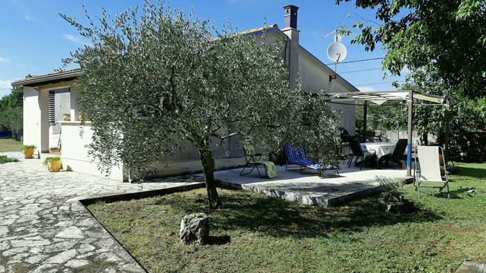 Lovely holiday house in Rakalj, 5-7 persons, BBQ, WiFi, 1