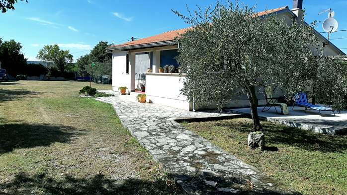 Lovely holiday house in Rakalj, 5-7 persons, BBQ, WiFi, 2