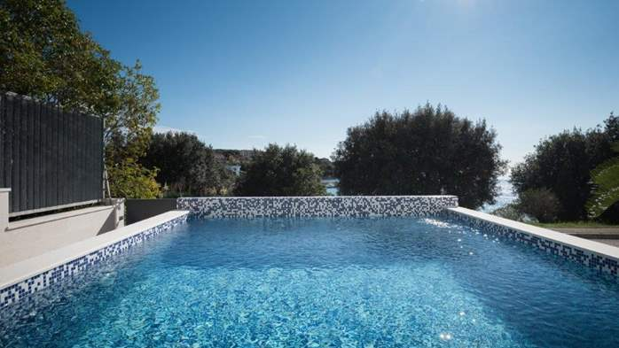 Luxury villa only 30 m from the sea, private pool, BBQ, 3