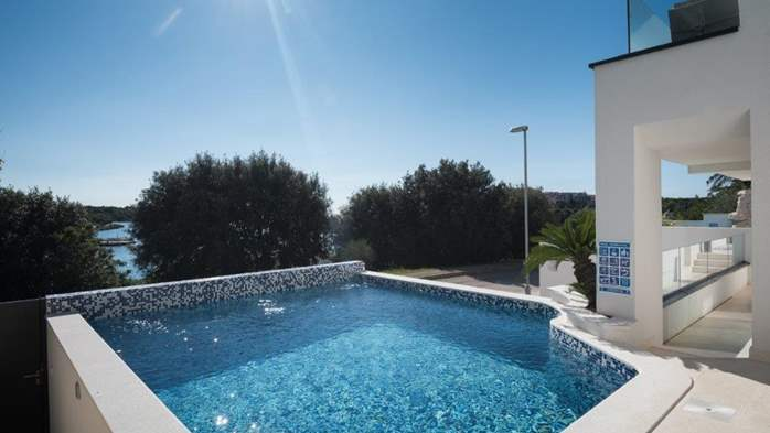 Luxury villa only 30 m from the sea, private pool, BBQ, 1