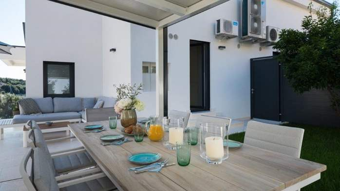 Luxury villa only 30 m from the sea, private pool, BBQ, 9