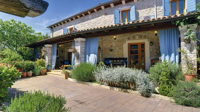 Charming, rustic villa with pool, 3 bedrooms, WiFi, 4