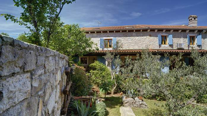 Charming, rustic villa with pool, 3 bedrooms, WiFi, 5