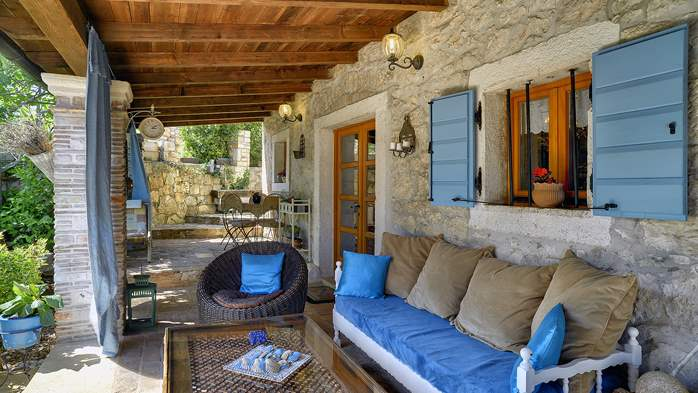 Charming, rustic villa with pool, 3 bedrooms, WiFi, 7