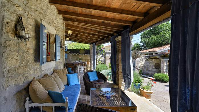Charming, rustic villa with pool, 3 bedrooms, WiFi, 8