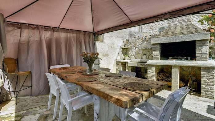Charming, rustic villa with pool, 3 bedrooms, WiFi, 9