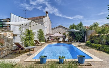 Charming, rustic villa with pool, 3 bedrooms, WiFi