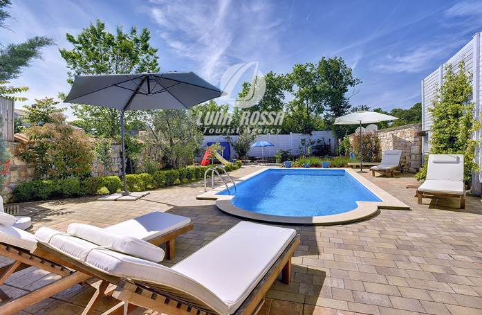 Godetevi villa di lusso con piscina all\'aperto a Marčana!