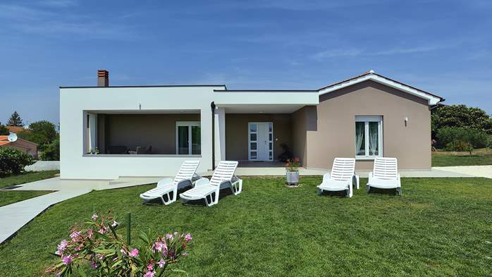 Holiday house in Pula on a quiet location, two bedrooms, Wi-Fi, 1