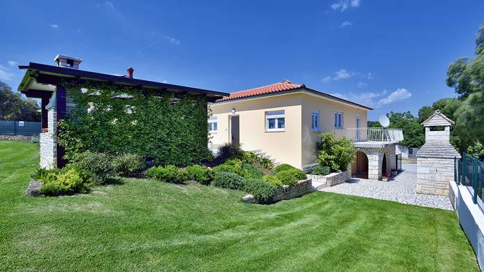 Family villa in Štinjan with heated pool, BBQ and gym room, 4