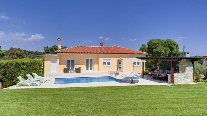 Family villa in Štinjan with heated pool, BBQ and gym room, 5