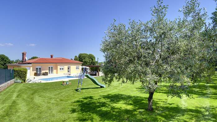 Family villa in Štinjan with heated pool, BBQ and gym room, 7