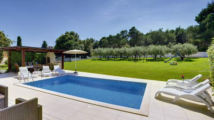 Family villa in Štinjan with heated pool, BBQ and gym room, 10