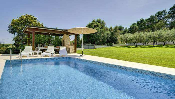 Family villa in Štinjan with heated pool, BBQ and gym room, 1