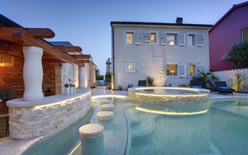 Very elegant and modern villa with pool with whirpool, in Medulin