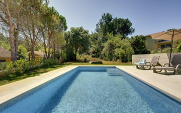 Newly built modern villa very close to the beach, pool and WiFi