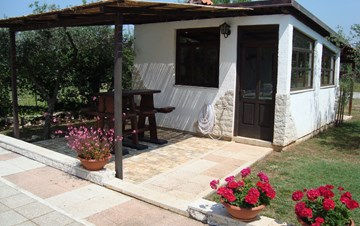 Nice house in Peroj offers accommodation in cozy apartments