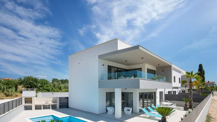 Luxurious villa offers accommodation in designed apartments, 14