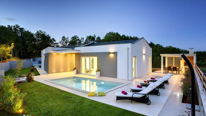 Villa with heated pool with whirpool, gym and swings, 1