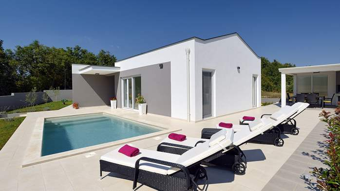 Villa with heated pool with whirpool, gym and swings, 6