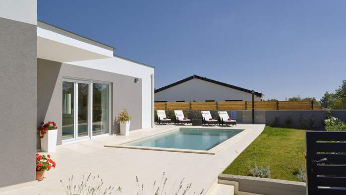 Villa with heated pool with whirpool, gym and swings, 11