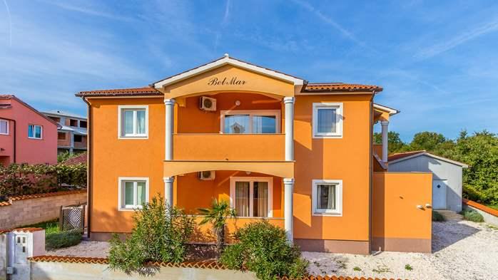 Comfortable accommodation for 12 people, house with pool, Ližnjan, 1