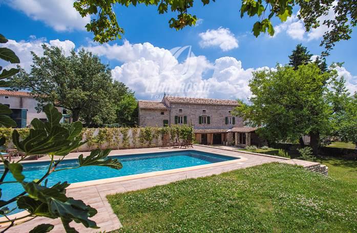 Contattateci Per Questa Villa Con Piscina Nell Istria Centrale