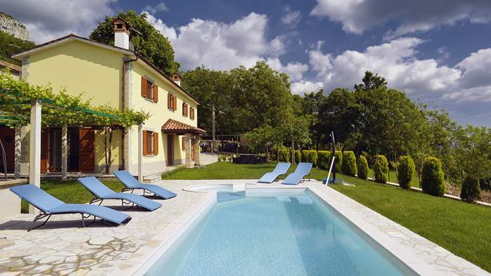 Villa for 10 persons in a quiet setting, pool with whirpool, WiFi, 4