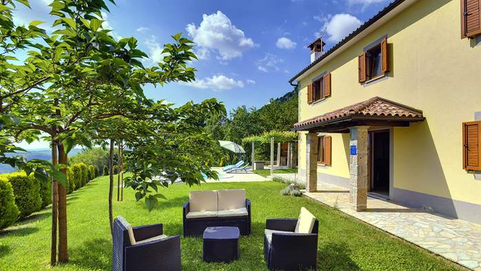 Villa for 10 persons in a quiet setting, pool with whirpool, WiFi, 6