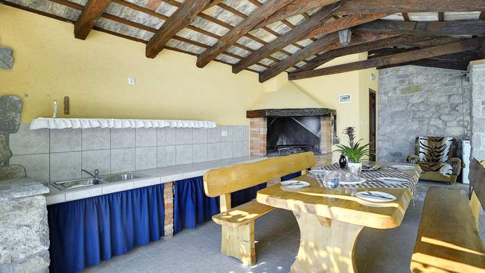 Villa for 10 persons in a quiet setting, pool with whirpool, WiFi, 10