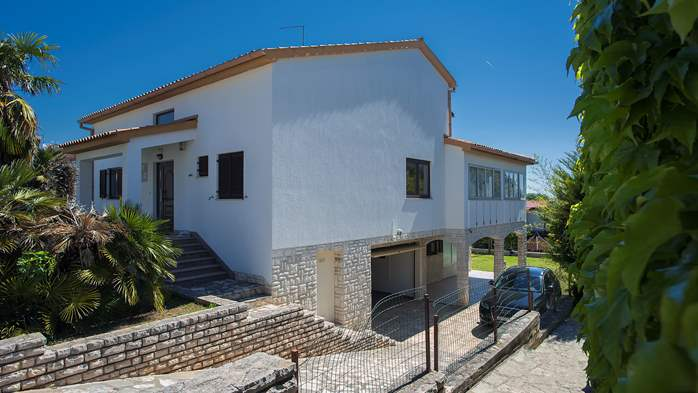 Comfortable and elegant holiday home with private garden, WIFI, 3