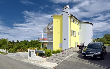 Private house with newly furnished apartments in attractive area