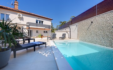 Villa in Pula, for 6 persons, offers a private salt water pool