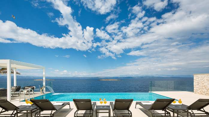 Spectacular design villa with sea-view, infinity pool, jacuzzi, 2