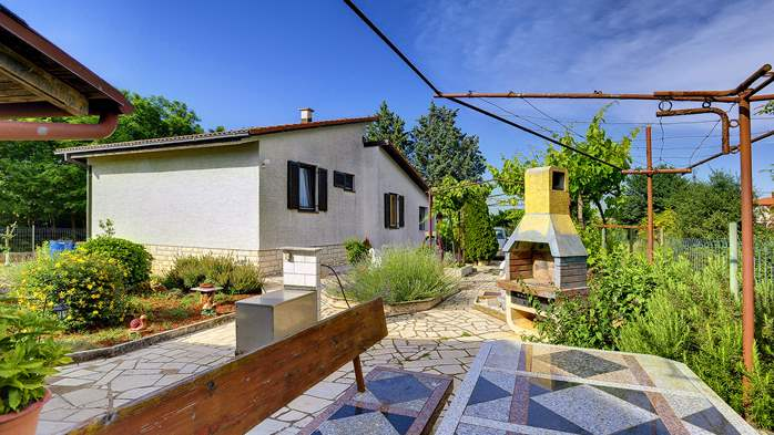 Unique and vintage detached house in Pula, with parking, BBQ,WiFi, 2