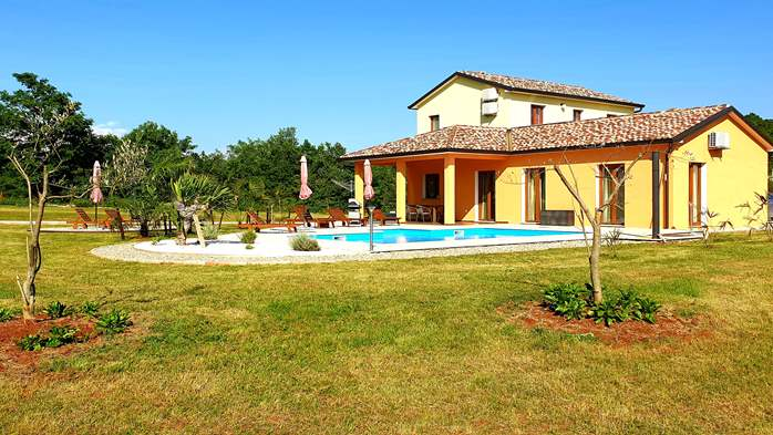 Classy and elegant villa on a large estate for up to 6 persons, 5
