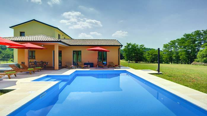 Classy and elegant villa on a large estate for up to 6 persons, 4
