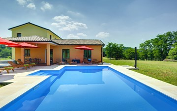 Classy and elegant villa on a large estate for up to 6 persons