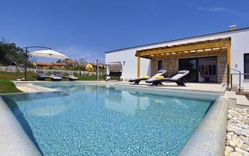 Exquisite design 3 bedroom Villa with swimming pool, garden, WIFI
