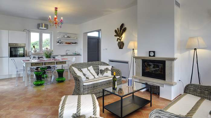 Attractive villa surrounded by olive groves, 1km from the sea, 16