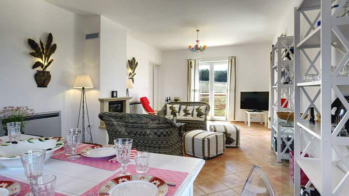Attractive villa surrounded by olive groves, 1km from the sea, 20