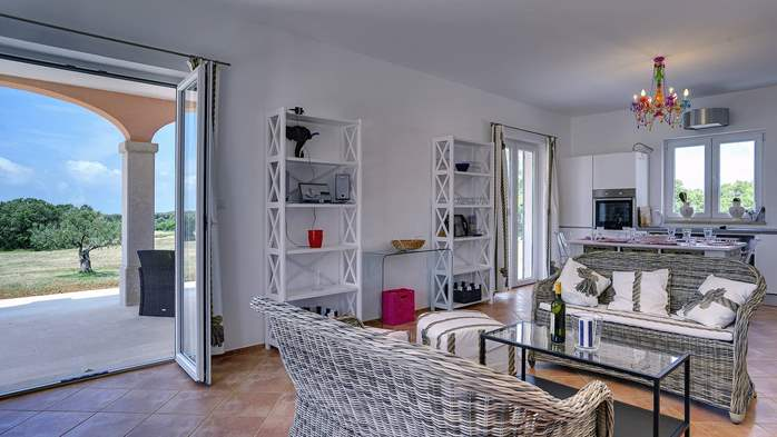 Attractive villa surrounded by olive groves, 1km from the sea, 21