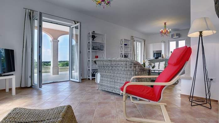 Attractive villa surrounded by olive groves, 1km from the sea, 23