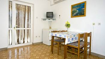 Comfortable apartment for 3 persons with terrace and shared pool, 3