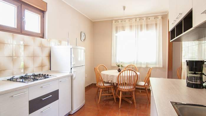 Renovated family apartment with children's playground in Banjole, 4