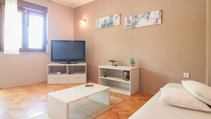 Renovated family apartment with children's playground in Banjole, 2