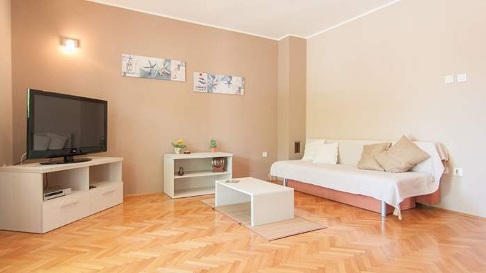 Renovated family apartment with children's playground in Banjole, 1