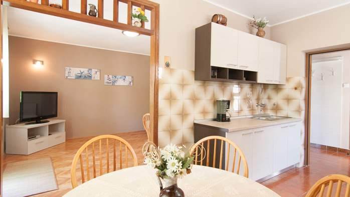 Renovated family apartment with children's playground in Banjole, 3